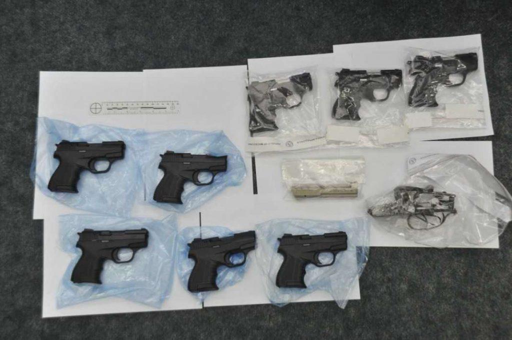 Скопје: Криминална група преправала сигнални пиштоли и ги препродавала