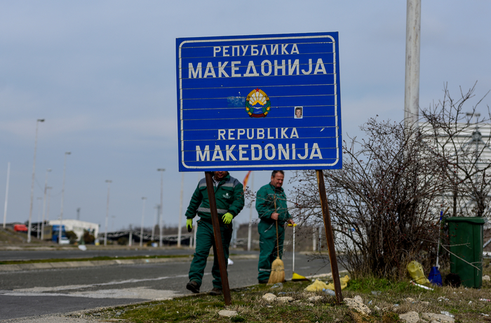 Граница со Грција: Врз таблата на Република Македонија нова налепница со Северна