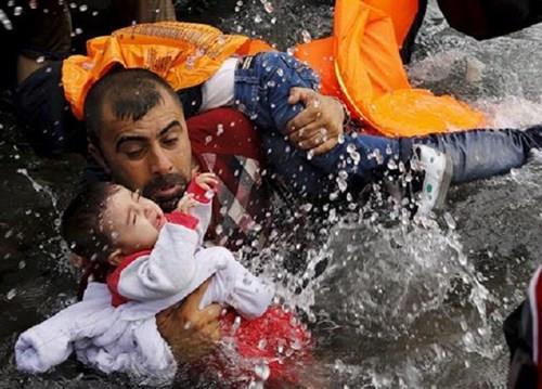 Турција: Крајбрежната стража спаси 69 мигранти во Егејско Море
