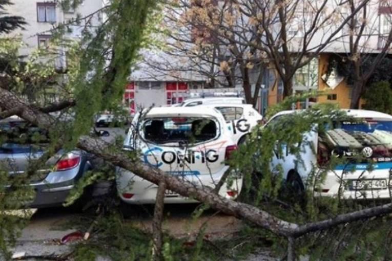 Невреме во БиХ: Повредени 15 лица во Мостар од ветерот со брзина од 100 км/ч
