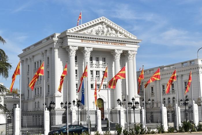 Влада: Буквите се извадени рано утринава затоа што се подготвува поставување на знамето на НАТО