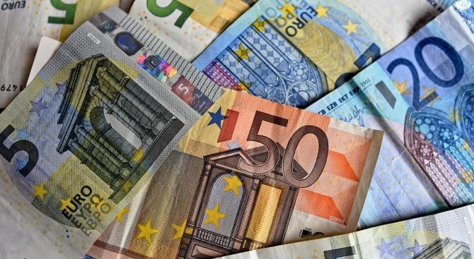 Еврото е под голема закана, францускиот министер за финансии предупредува