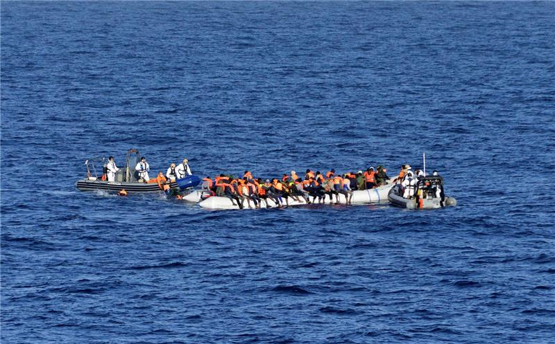 На италијанскиот остров Лампедуза пристигнаа нови мигранти