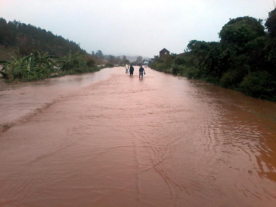 """Циклонот """"Идаи"""" уби стотина луѓе во Мозамбик и Малави"""