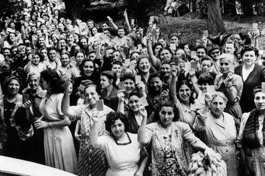 На денешен ден: Во 1910 г.  на Втората интернационала во Копенхаген донесена е одлука 8 Март да се слави секоја година како меѓународен Ден на жената