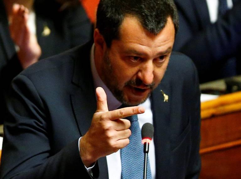 Салвини ги разгледува идеите за затворање на ромските кампови во Италија