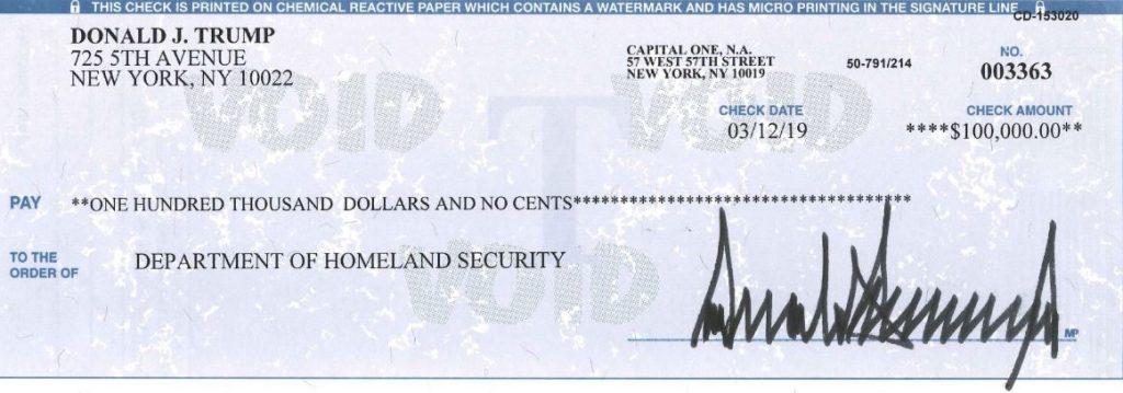Трамп донираше дел од платата на Министерството за внатрешна безбедност