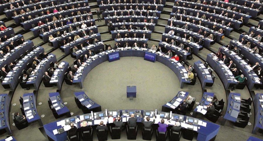 """Европратениците сакаат """"силна"""" ЕУ стратегија против """"руските дезинформации"""""""