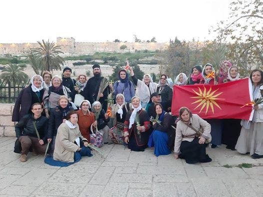 Македонското знаме за првпат се вееше на литијата за време на Цветници во Ерусалим
