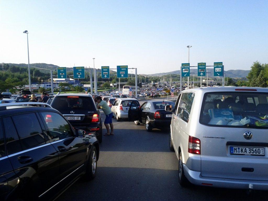 Гранични премини: На Богородица за влез во Грција се чека до половина час