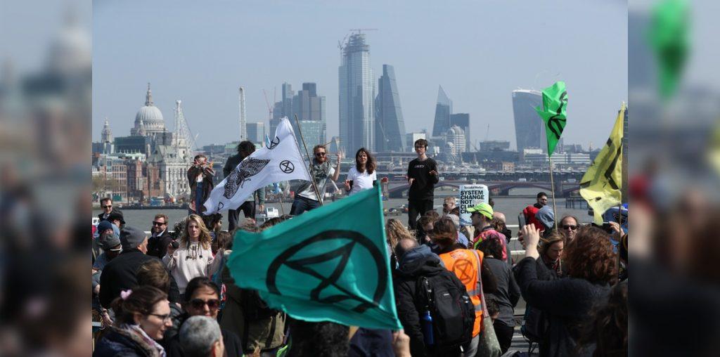 Протести во Лондон: Британската полиција уапси 718 демонстранти против климатските промени