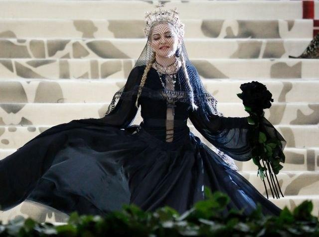 Поп кралицата ја објави првата песна и најавува албум