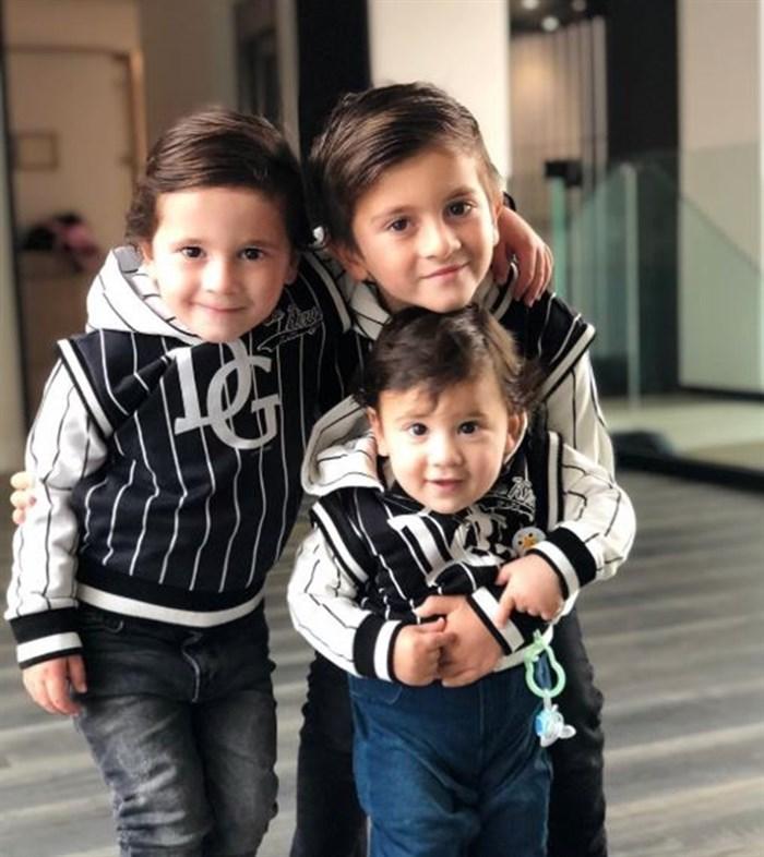 ФОТО: Овие три слатки момчиња многу личат на својот легендарен татко