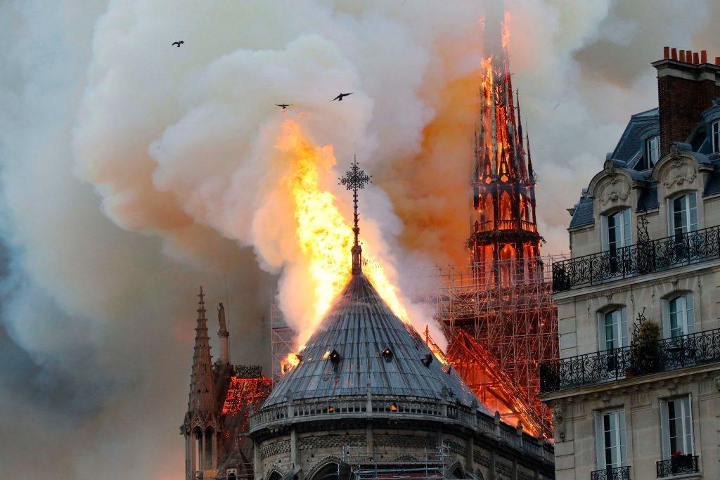 Франција: Париз ќе бара помош од Москва за обнова на Нотр Дам