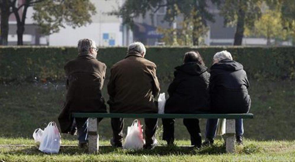 ПОВИСОКИ ПЕНЗИИ: За јануари плус една пакета цигари за пензионерите со најниска, а две за тие со просечна пензија