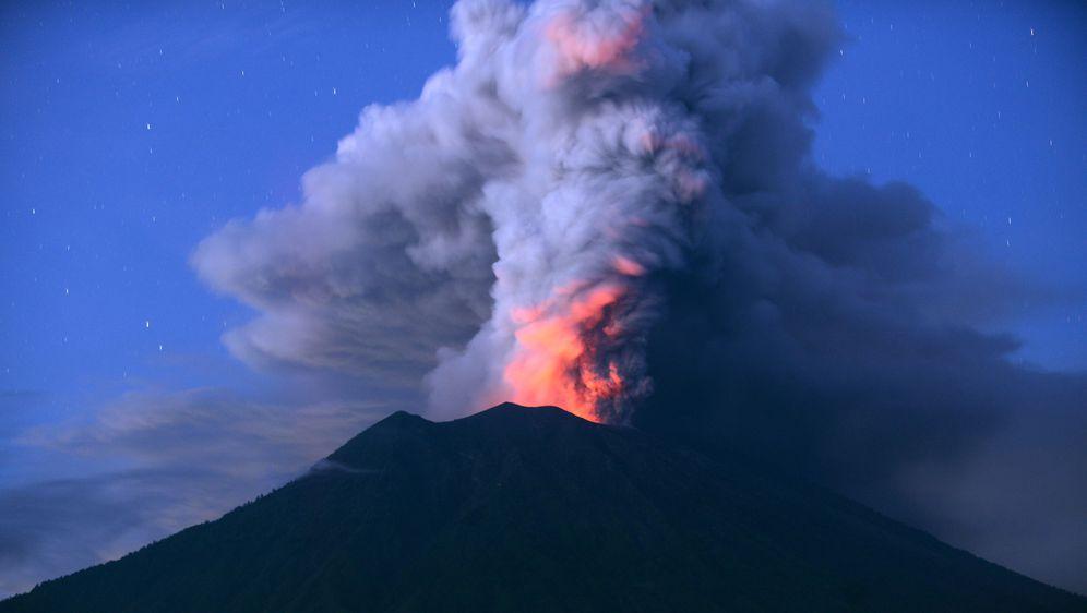 Индонезија: Утрово ерупција на вулканот Агунг на Бали, нема податоци за жртви