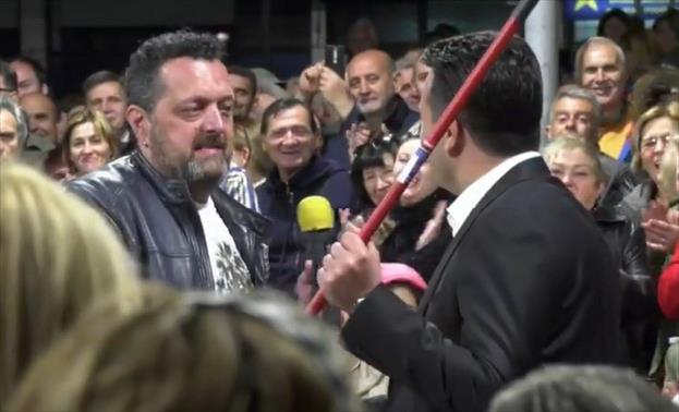 Беса остави рачка од метла пред Владата: Ова е рециклирање на неспособен кадар
