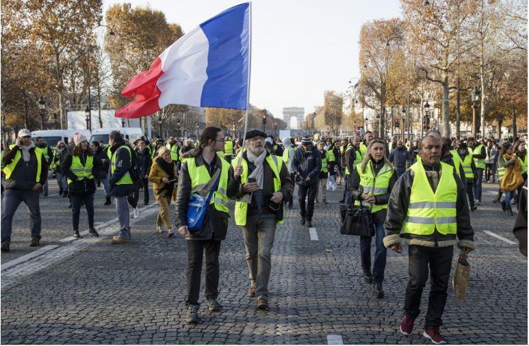 Жолти елеци: За 4 дена собраа една милијарда евра за Нотр Дам, а за сиромаштијата ништо