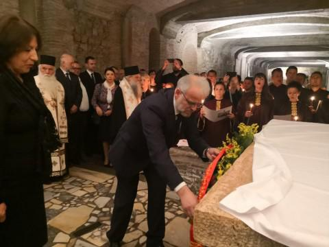ЧЕСТВУВАЊЕ ВО РИМ: Џафери на папата Франциск му подари скулптура на светите браќа Кирил и Методиј