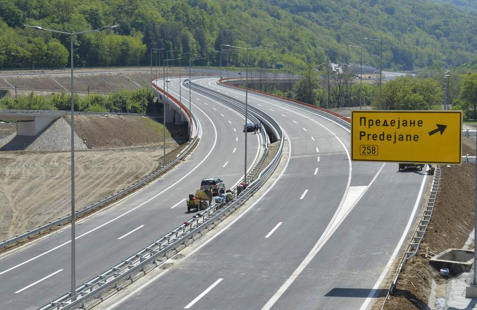 УШТЕ ЕДЕН АВТОПАТСКИ ЧОЧЕК: Вучиќ го покани Заев на отворање на автопатот од Србија кон Македонија низ Грделичка клисура