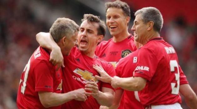 (видео) Хуманитарен меч: Легендите на Манчестер јунајтед гo победија Баерн со 5:0