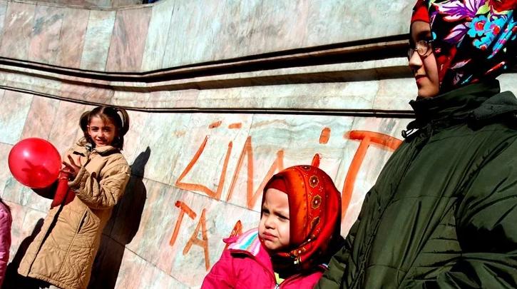 Австрија забранува исламска марама во основно училиште