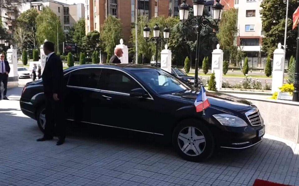 (фото) ПОСТ НА ДЕНОТ: Мерцедесот на Грујо, премиерот на Чешка и пиарот на Заев