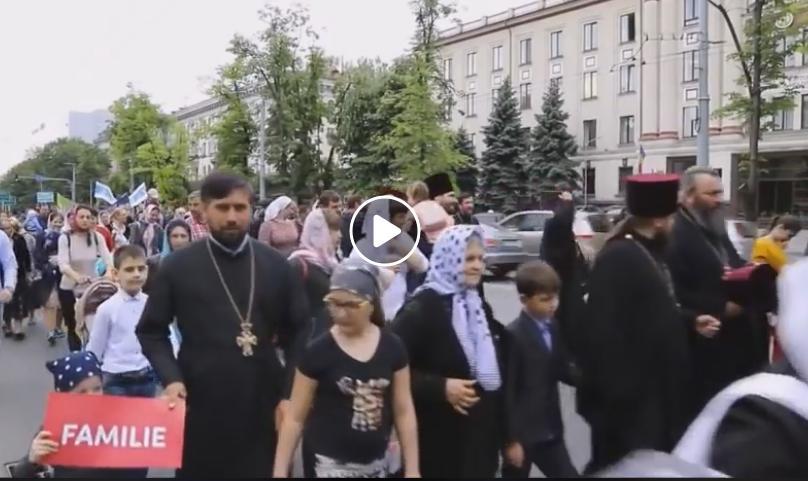 (видео) АНТИ ЛГБТ: Православната црква во Молдавија организира голема семејна парада на гордоста