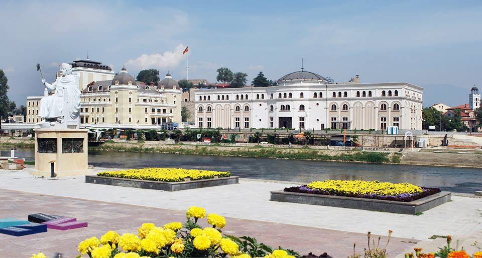 НА ДЕНЕШЕН ДЕН: Во Скопје во 1910 г. е родена Нобеловката Мајка Тереза, а во 2001 терористите во Челопек го уништија мотелот Бриони