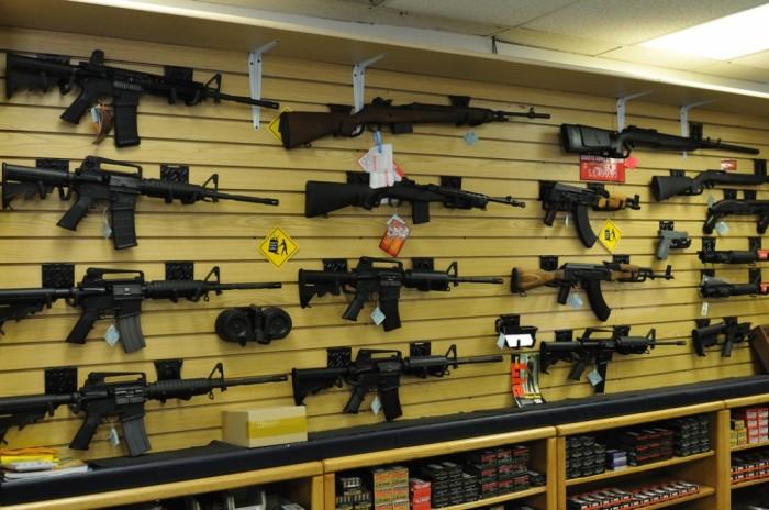 """""""Мајами Хералд"""": Пандемијата ја зголеми продажбата на оружје повеќе од терористичките напади"""
