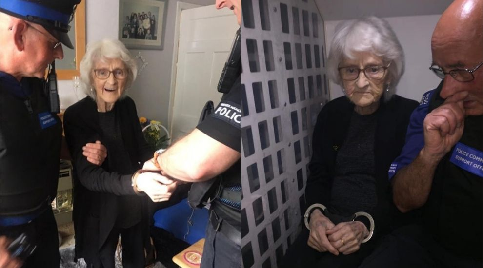 Во Манчестер: Полицијата без причина уапси старица за да и ја исполни желбата