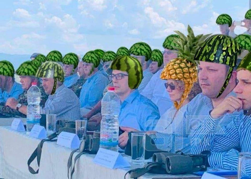 """Шлемови на Криволак: Политичарите можеби се заштитија од шрапнели, но граѓаните ги """"убија"""" со потсмев"""