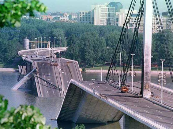 НА ДЕНЕШЕН ДЕН: НАТО го заврши 78-дневното бомбардирање врз СРЈ, во кое загинаа 1.200 цивили, а Македонија прими 360.000 бегалци од Косово