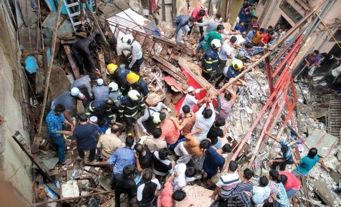 Индија: Загинаа 4 лица, повеќе се затрупани во урната зграда 4-катна во Мумбај