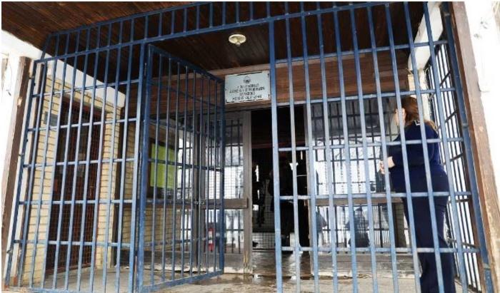 (ВИДЕО) Пожар во затворот Идризово, затворениците бргу ги напуштале ќелиите