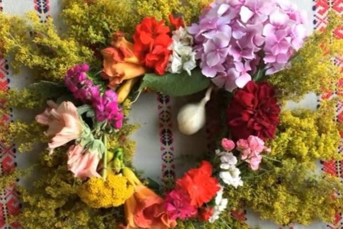 УТРЕ Е ЛЕТЕН СВЕТИ ЈОВАН: Вечерва спроти Иванден жените берат Иваново цвеќе