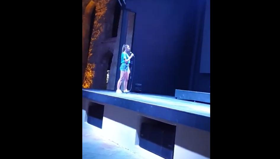 (видео) Малата Мелани во Турција: Јас сум од Македонија и ќе ви ја испеам Македонско девојче
