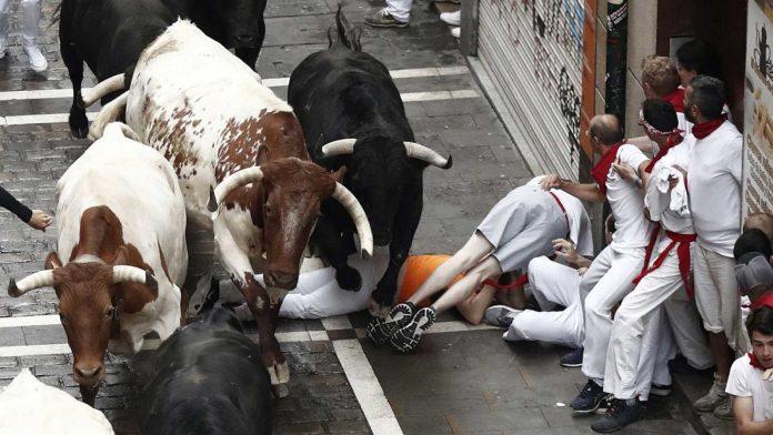 Трки со бикови: Повредени 7 лица во Памплона