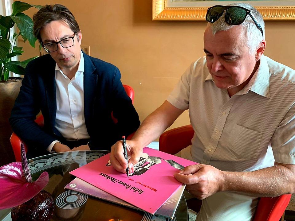 Пендаровски: Особена чест ми е што добив автограм од пејачот на рок бендот Лачни Франц