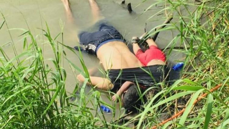 Сан Салвадор: Погребани таткото и ќеркичката кои се удавија при обид илегално да влезат во САД