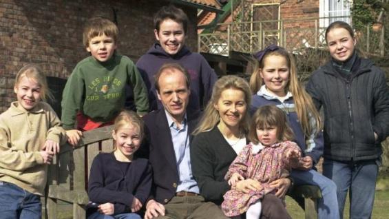 (фото) СУПЕР МАЈКА НА ЧЕЛО НА ЕУ: Урсула фон дер Лајен, наследничката на Јункер, има 7 деца
