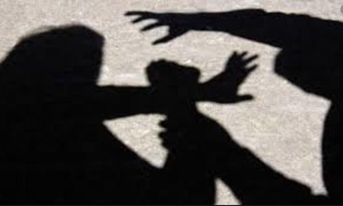 Нападнати три лица, меѓу нив и жена