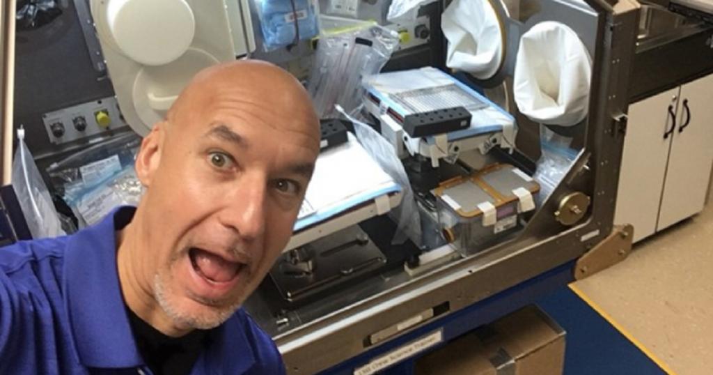 МВС: Астронаутот Пармитано како диџеј ќе пушта електро-денс музика од Вселената