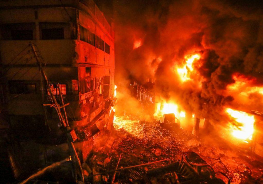 КАТАСТРОФАЛЕН ПОЖАР ВО БАНГЛАДЕШ: Изгореа 15.000 домови, а 50.000 жители останаа без дом