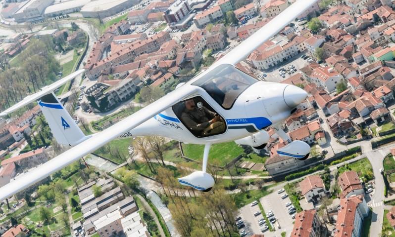 Осло: Во езеро се урна првиот норвешки електроавион, пилотот и патникот неповредени