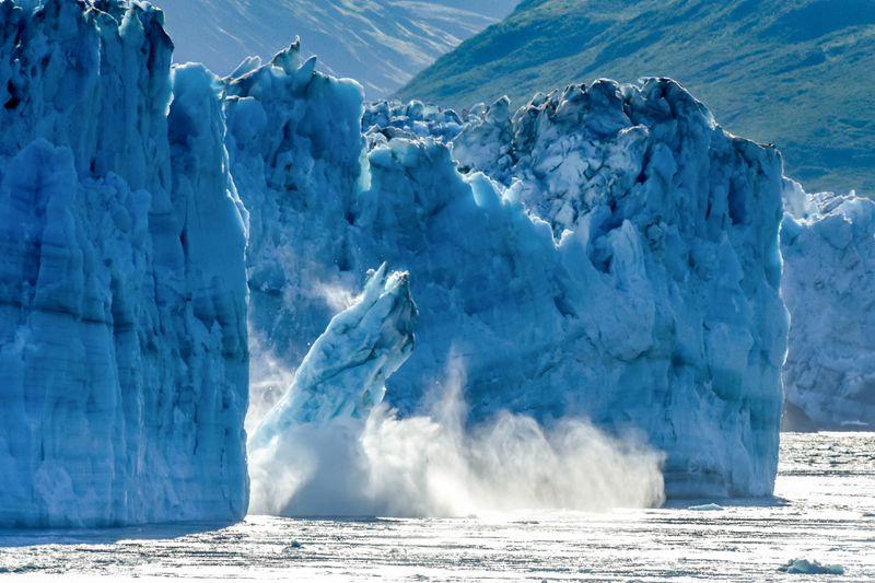 Комеморација во Исланд: Политичари и граѓани со едноминутно молчење се простија од глечерот Окјокул