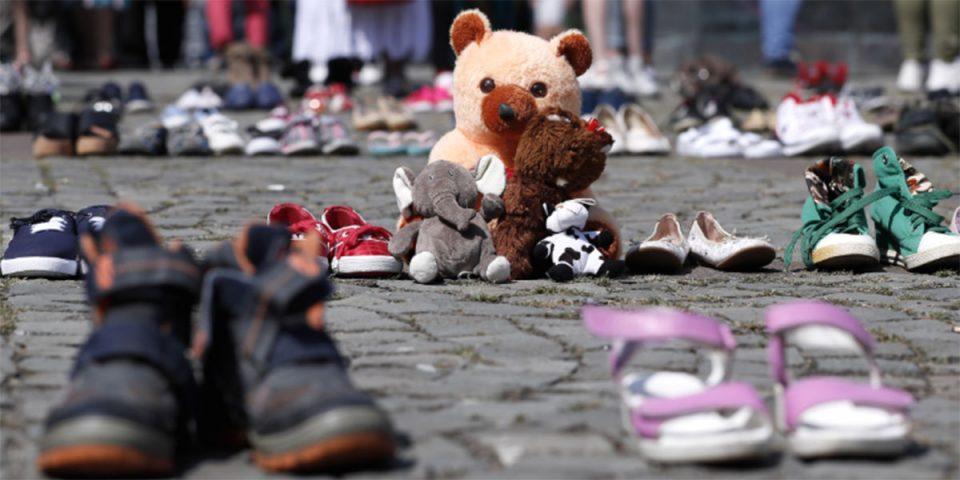 Букурешт: Чевли и кукли пред МВР поради исчезнати деца