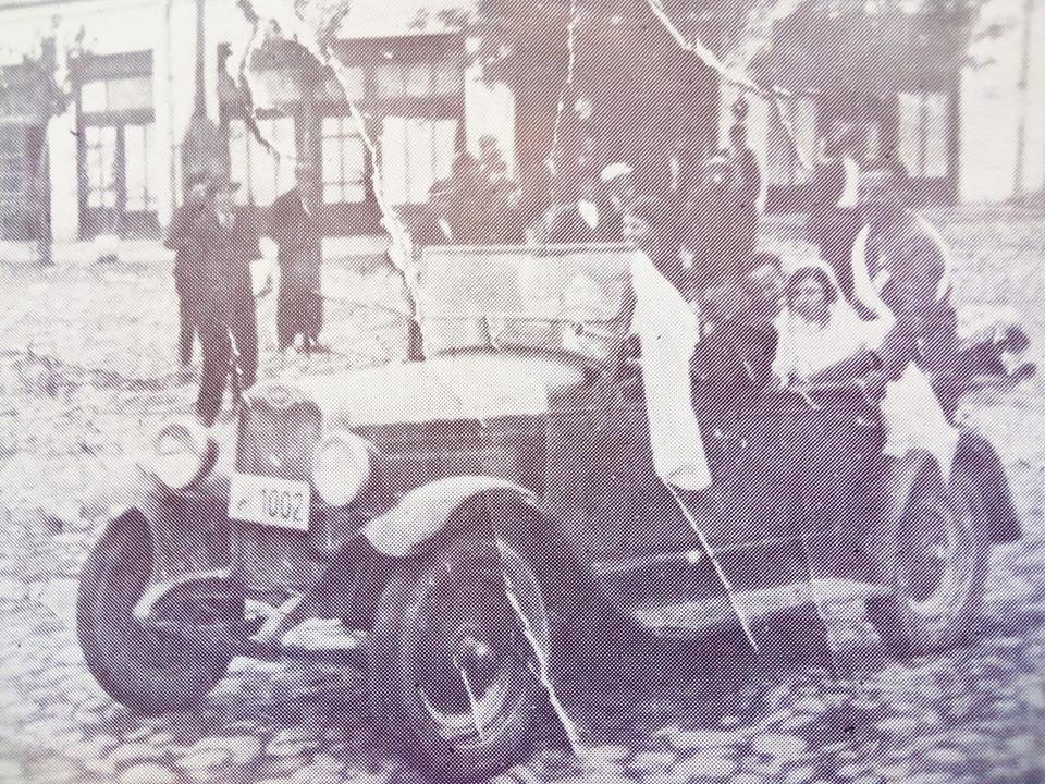 СТАРИ ФОТОГРАФИИ: Прва венчавка во Кавадарци на која невестата во кола е донесена в црква била во 1928 година