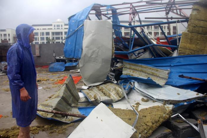 Тајфун во Кина: Најмалку 13 мртви и еден милион надвор од своите домови
