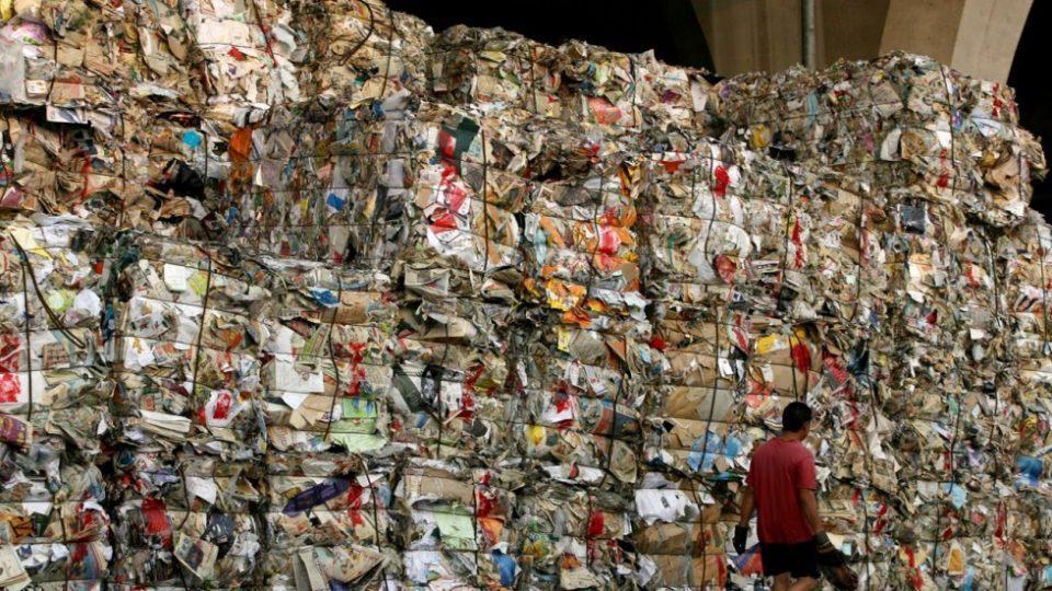 Ѓубрето никој не го сака: Индонезија и врати на Австралија брод со 210 тони отпад